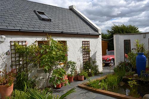 Cottage-Apartment---Courtyard-&-Pond
